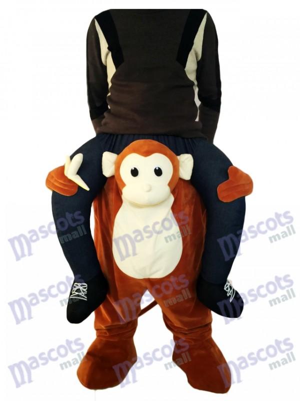 Huckepack-Affe Carry Me Ride brauner Affe mit einem Banana-Maskottchen-Kostüm